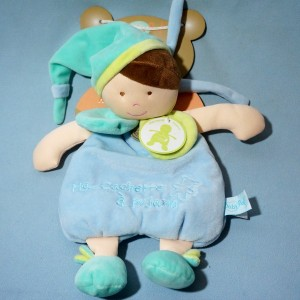 Poupée Baby Nat' doudou Ma cachette à pyjama bleu et vert anis