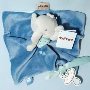 Jack l'éléphant NATTOU doudou carré plat bleu