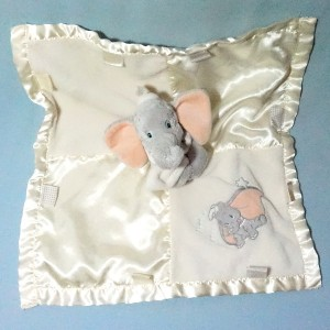 Eléphant Dumbo DISNEY STORE doudou carré plat jaune little star satin