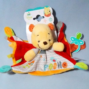 Winnie DISNEY NICOTOY Kiabi Gémo doudou carré plat orange et rouge