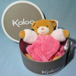 Ours KALOO doudou boule Plume rose