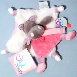 Hippopotame DOUDOU ET COMPAGNIE plat Tatoo rose