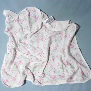 doudou PETIT BATEAU carré plat blanc à fleurs rose
