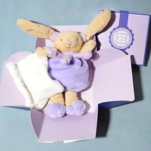 Lapin DOUDOU ET COMPAGNIE violet carré plat blanc Cueillette