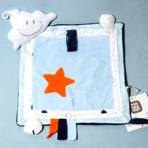 Doudou TROIS KILOS SEPT doudou carré plat bleu étoile orange