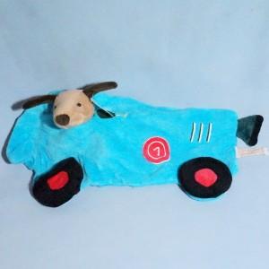 Chien EGMONT TOYS peluche et doudou plat voiture bleue