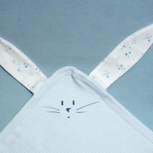 Lapin PETIT BATEAU carré plat milleraies bleu et blanc