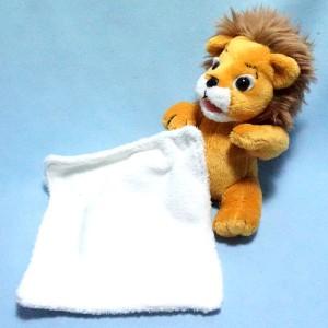 Lion CREDIT LYONNAIS LCL  peluche avec doudou plat blanc